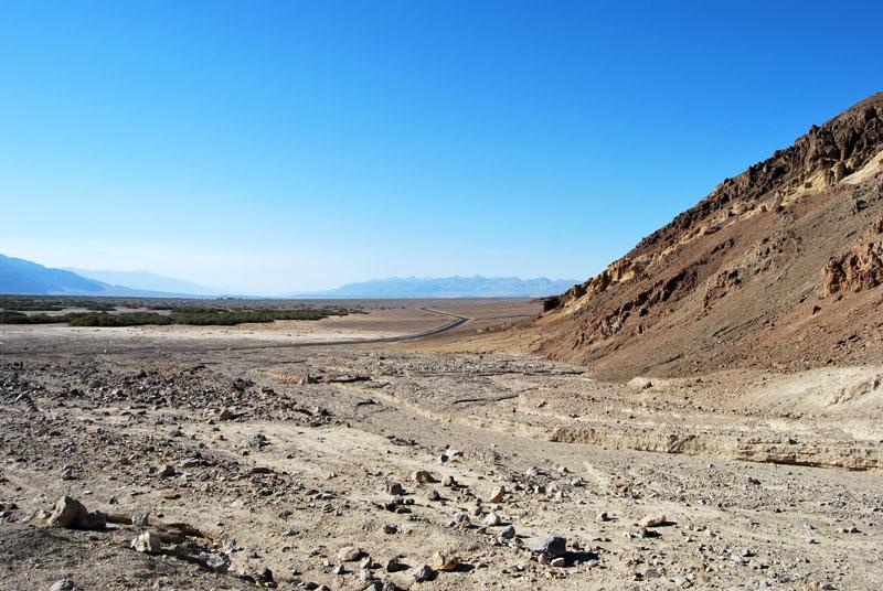 La carretera que cruza el inhóspito valle ©El Viajar es un Placer
