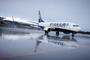 Ryanair abarata tarifas y anuncia nuevos interiores, ampliando el espacio entre los asientos