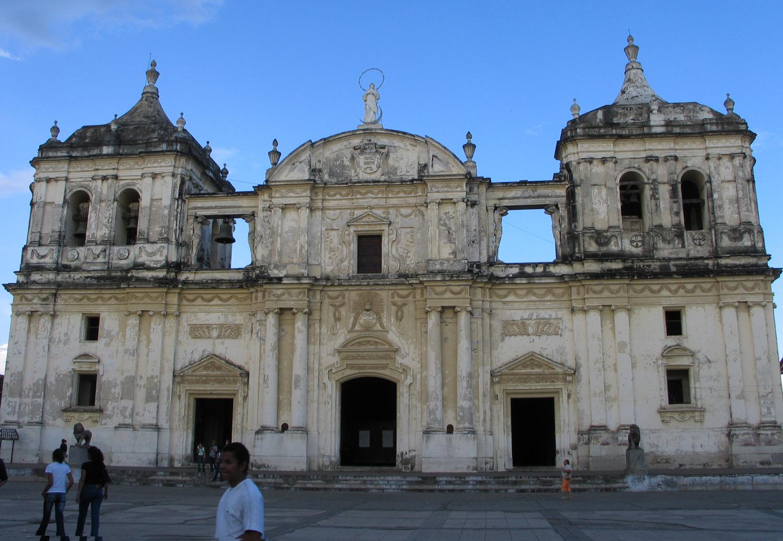 Basílica de la Asunción, en León, Nicaragua.