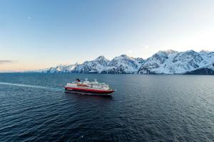 El 'despertar ártico' de los cruceros llega en primavera con Hurtigruten