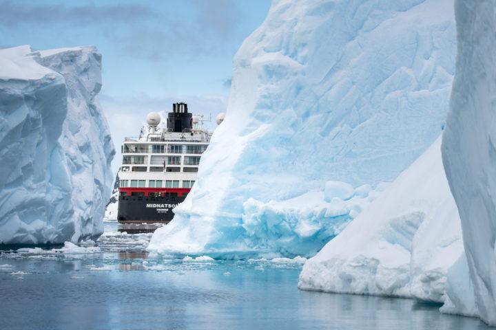 Hurtigruten presenta sus salidas con guías de habla hispana tanto en Noruega como en la Antártida.